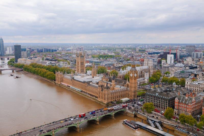 Attrazione in Big Ben di Londra da una vista di occhio dell'uccello fotografie stock libere da diritti