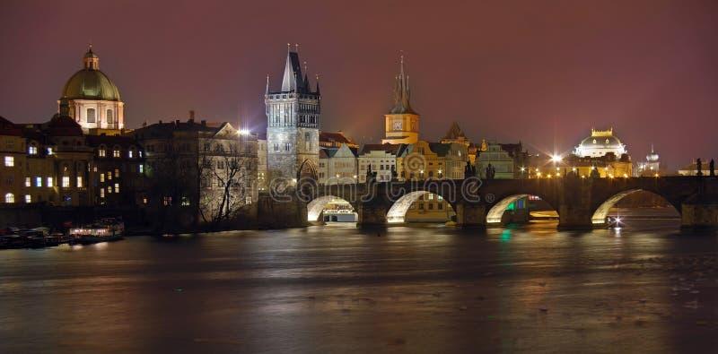 Attrazione del punto di riferimento a Praga: Charles Bridge, castello di Praga, san cattolico Vitus Cathedral e fiume della Molda fotografia stock libera da diritti