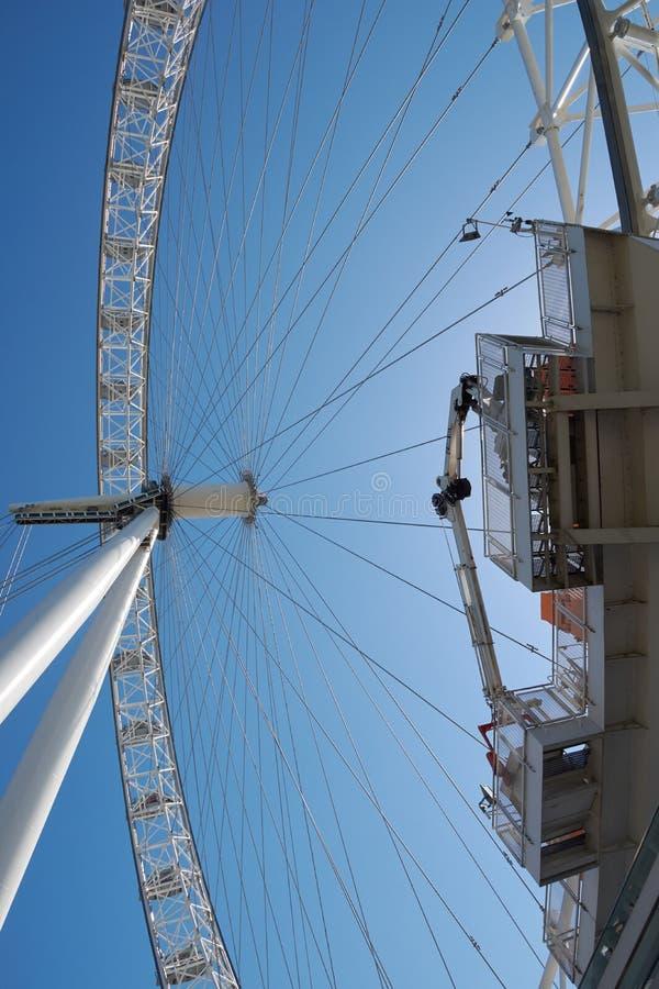 Attrazione turistica famosa dell'occhio Gran Bretagna/di LONDRA - 26 giugno 2018 Londra e nuovo simbolo della città osservati dal fotografia stock libera da diritti