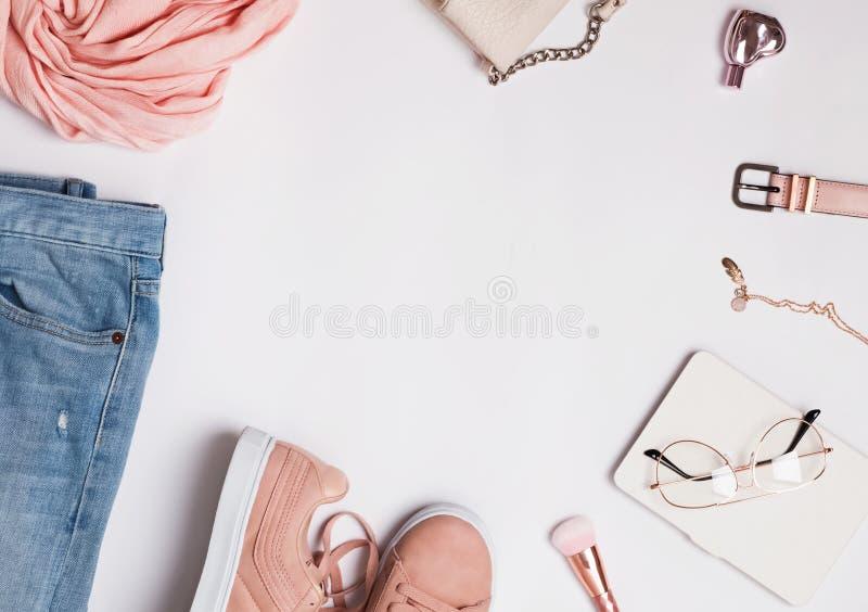 Attrezzatura alla moda del ` s della donna per la primavera o l'estate fotografie stock libere da diritti