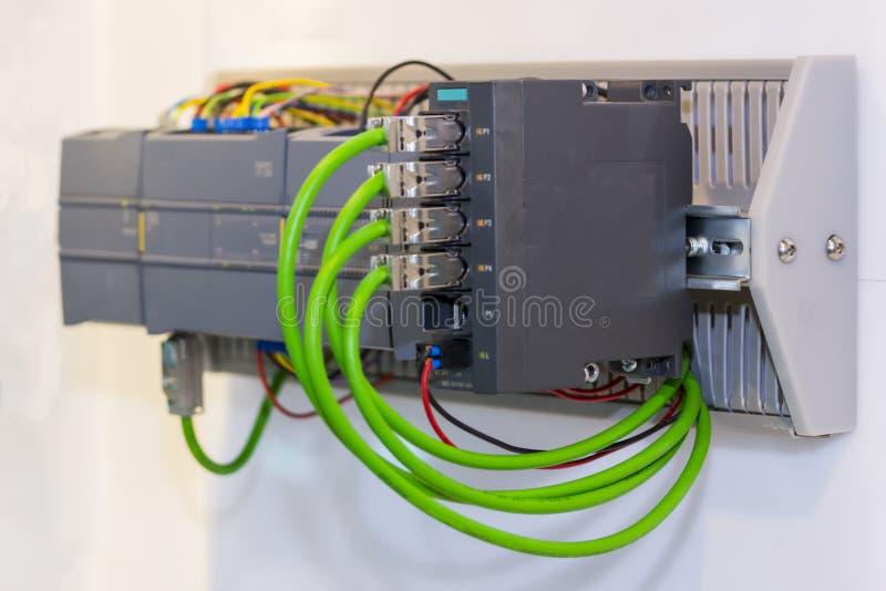 Attrezzatura automatica di alta precisione dello SpA del controllore logico programmabile per l'industriale fotografia stock