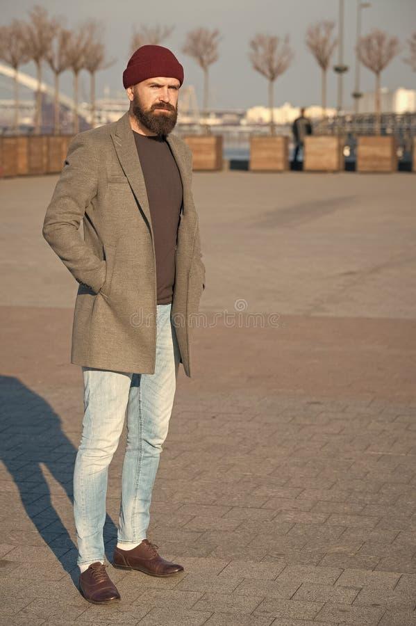 Attrezzatura casuale maschile Attrezzatura dei pantaloni a vita bassa Attrezzatura casuale alla moda per la caduta e la stagione  fotografie stock libere da diritti