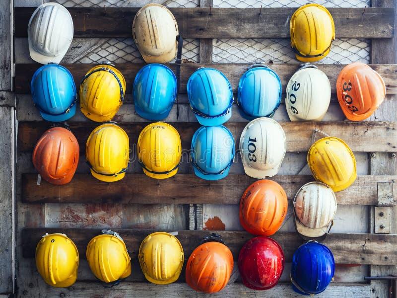 Attrezzatura del muratore di ingegneria del casco di sicurezza fotografia stock