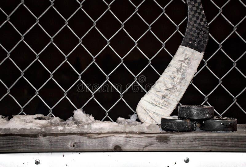 Attrezzatura dell'hockey contro la a fotografia stock