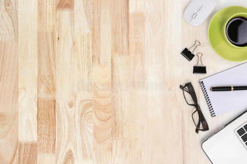 Attrezzatura di affari di vista superiore con la vista moderna di legno di struttura fotografia stock
