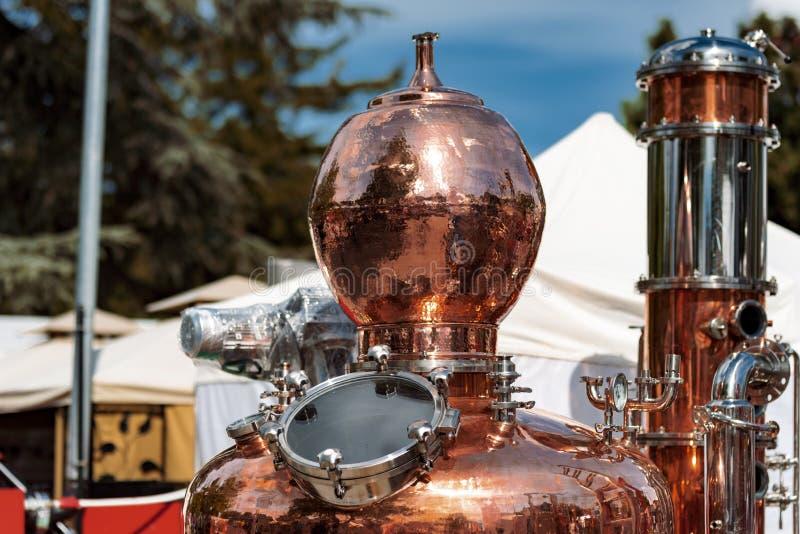 Attrezzatura di distillazione di spirito dell'alcool fotografia stock libera da diritti
