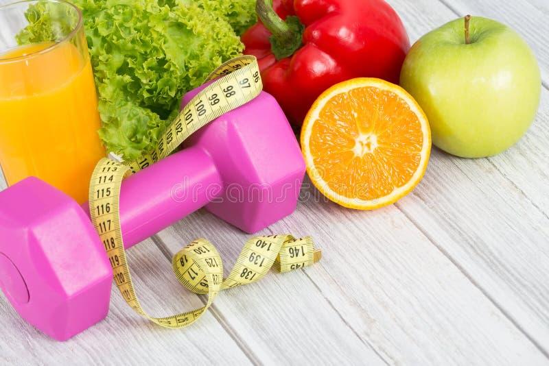 Attrezzatura di forma fisica ed alimento sano fotografie stock