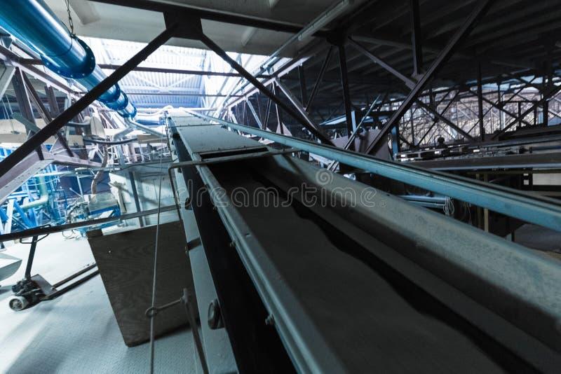 Attrezzatura di industria di produzione della vetroresina al fondo di fabbricazione immagini stock