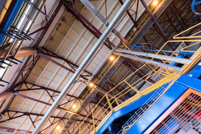 Attrezzatura di industria di produzione della vetroresina al fondo di fabbricazione fotografia stock