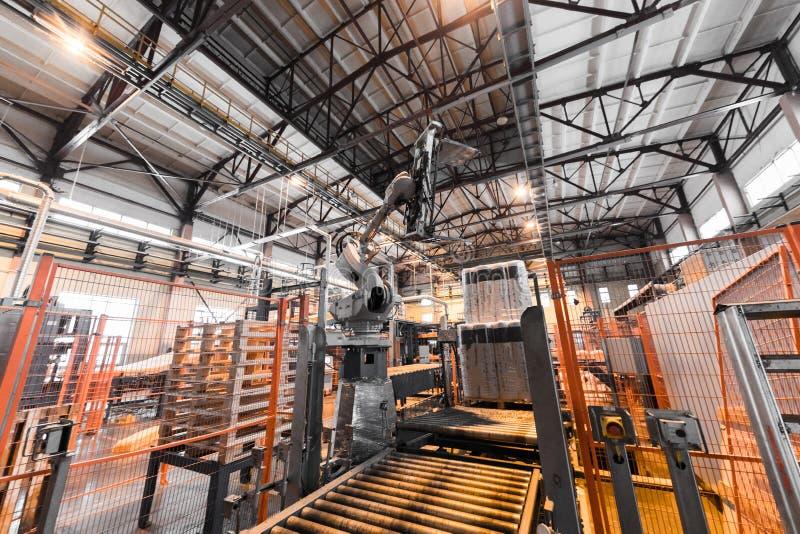 Attrezzatura di industria di produzione della vetroresina al fondo di fabbricazione fotografia stock libera da diritti