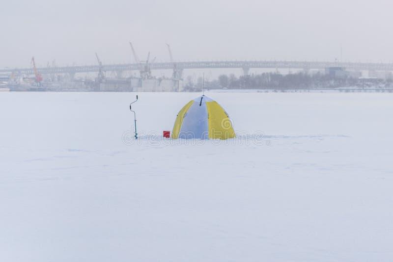 Attrezzatura di pesca sul ghiaccio fotografia stock