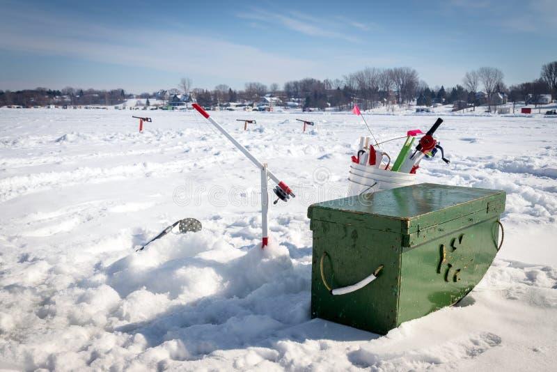 Attrezzatura di pesca sul ghiaccio immagini stock