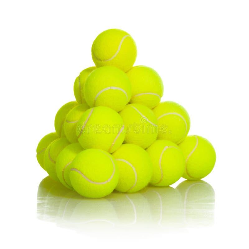 Attrezzatura di sport delle palline da tennis su fondo bianco immagine stock