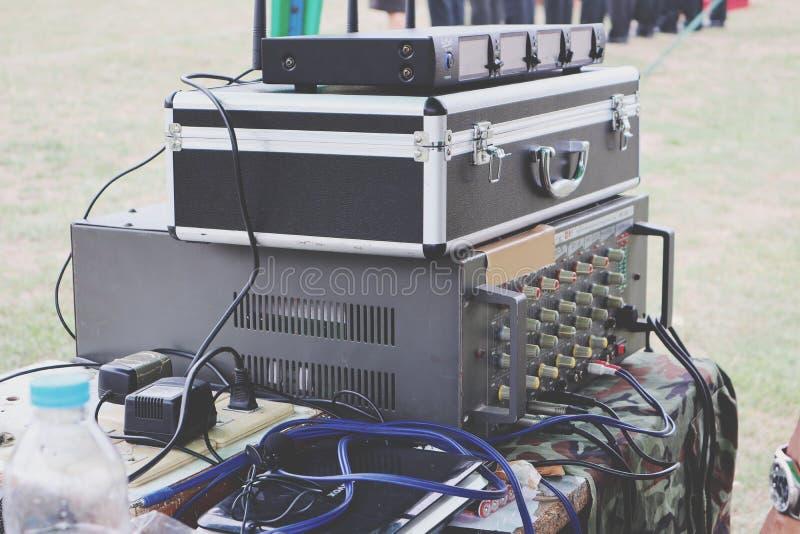 Attrezzatura elettronica, miscelatori, equalizzatore sano immagine stock