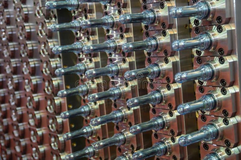 Attrezzatura industriale dei semilavorati dell'ANIMALE DOMESTICO immagine stock