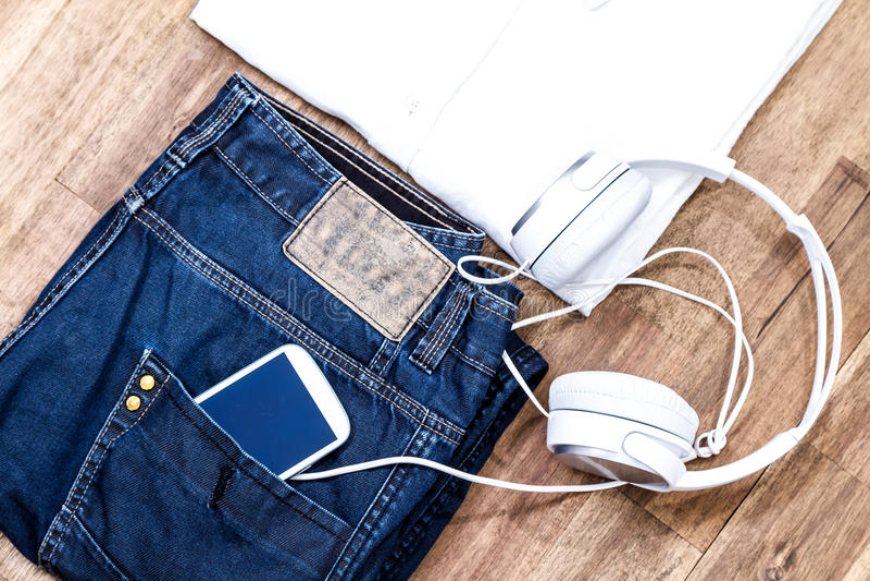 Download Attrezzatura Informale Con Il Cellulare Fotografia Stock - Immagine di dispositivo, innovatore: 56889246