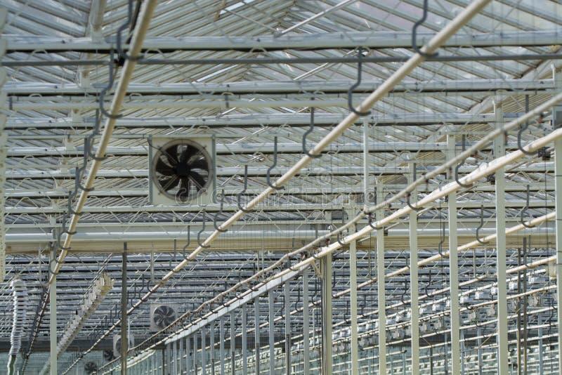 Attrezzatura per l'accensione e la ventilazione in greenhous olandese enorme immagini stock libere da diritti