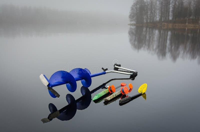 Attrezzatura per pesca del luccio del ghiaccio immagine stock libera da diritti