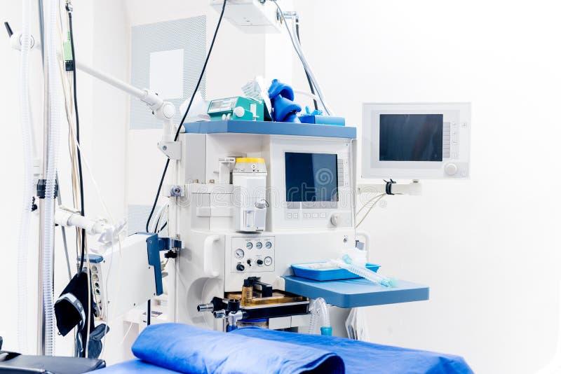 Attrezzatura tecnologica moderna nella stanza della chirurgia Dettagli dell'attrezzatura medica di sostegno del lifecare fotografie stock libere da diritti