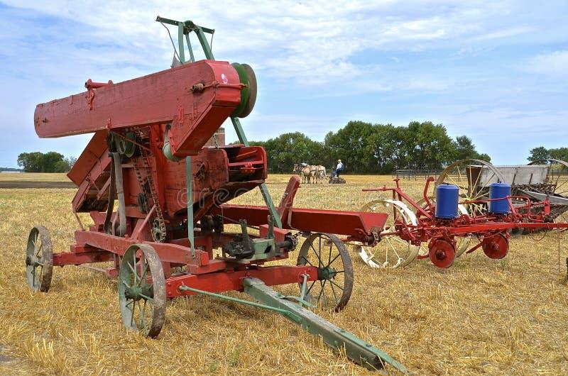 Attrezzature agricole antiche ad una manifestazione dell'azienda agricola immagine stock