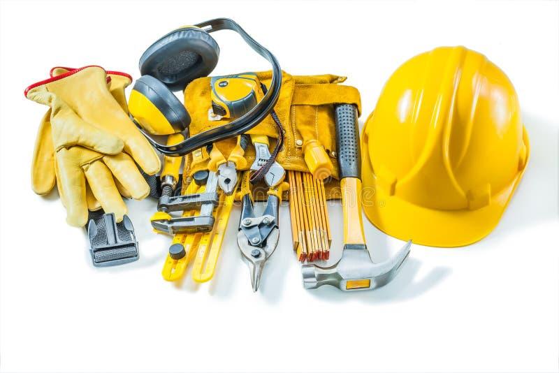 Attrezzature per utensili da costruzione guanti per la cintura di sicurezza isolata sul fondo bianco fotografia stock libera da diritti