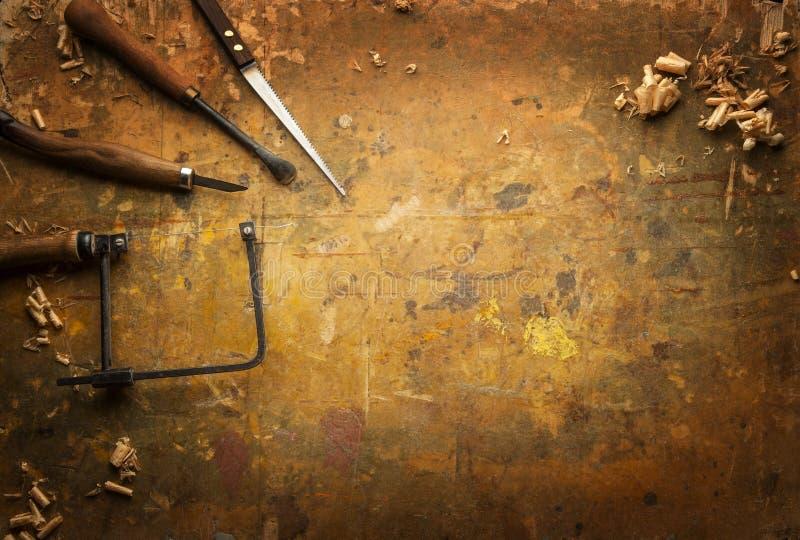 Download Attrezzi Per Bricolage Di Legno Su Un Vecchio Banco Da Lavoro Di  Legno Immagine Stock