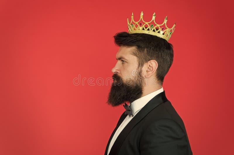 Attribut de roi Roi narcissique Concept de la confiance en soi Costume formel de hippie beau Soci?t? d'?lite sensation photos stock