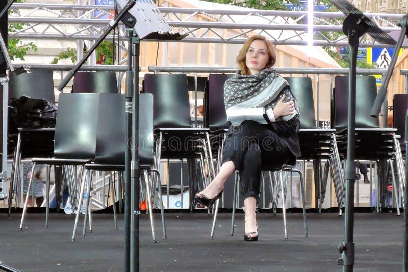 Attrice Darya Yurskaya alla fiera del libro sul quadrato rosso a Mosca immagine stock libera da diritti