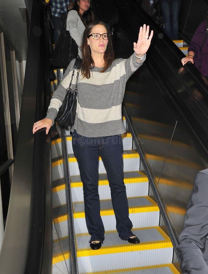 Attrice Jennifer Garner all'aeroporto di LASSISMO fotografie stock libere da diritti