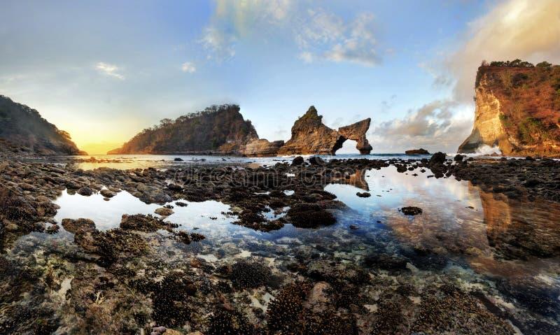 Atuh plaży wschód słońca Nusa Penida zdjęcie royalty free