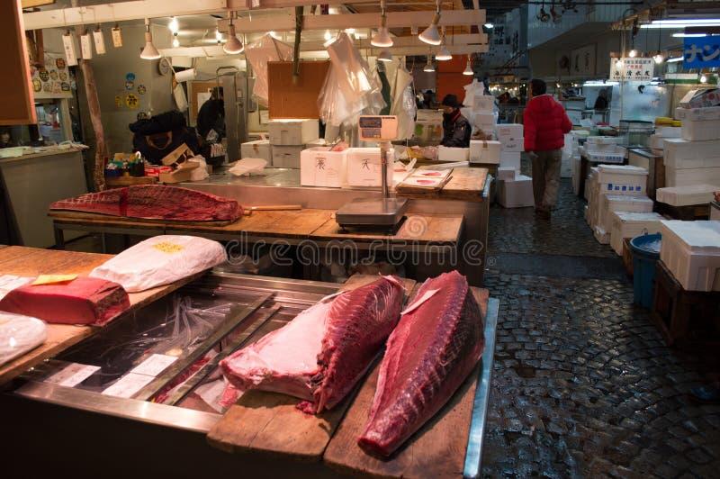 Atum no mercado de peixes de Tsukiji no Tóquio imagens de stock