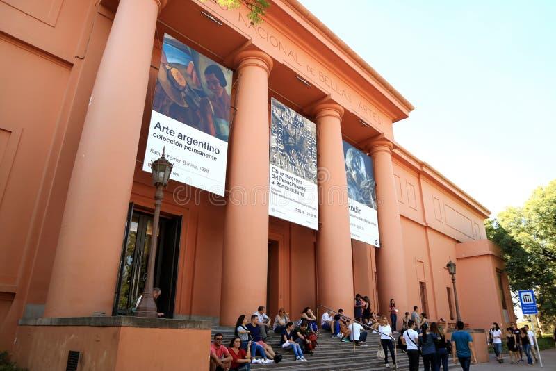 Aturdindo a fachada do Museu Nacional das belas artes ou do Museo Nacional de Bellas Artes com muitos visitantes imagem de stock royalty free