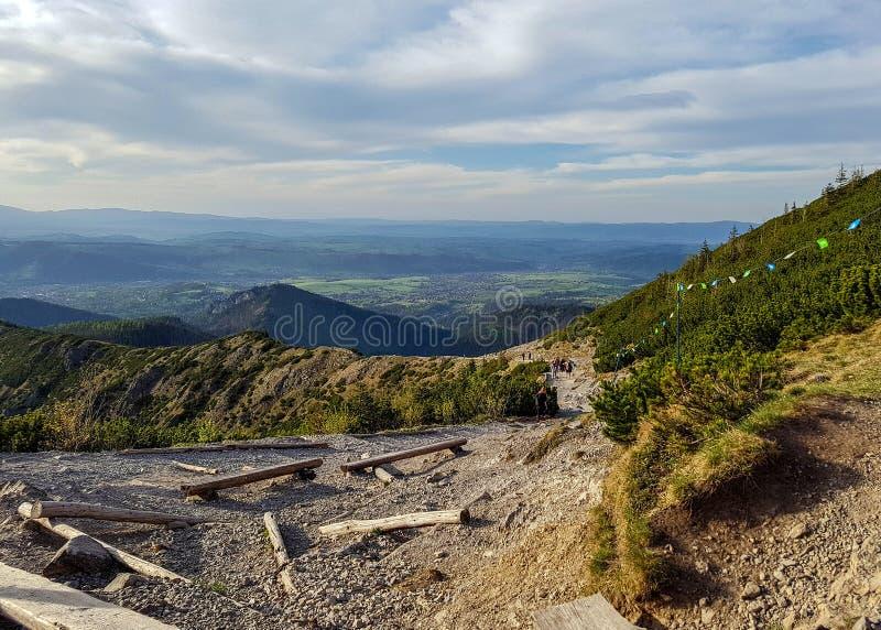 Aturdindo a paisagem de montanhas de Tatra, a parte da corrente de montanha Carpathian em Europa Oriental, entre Eslováquia e o P fotografia de stock royalty free