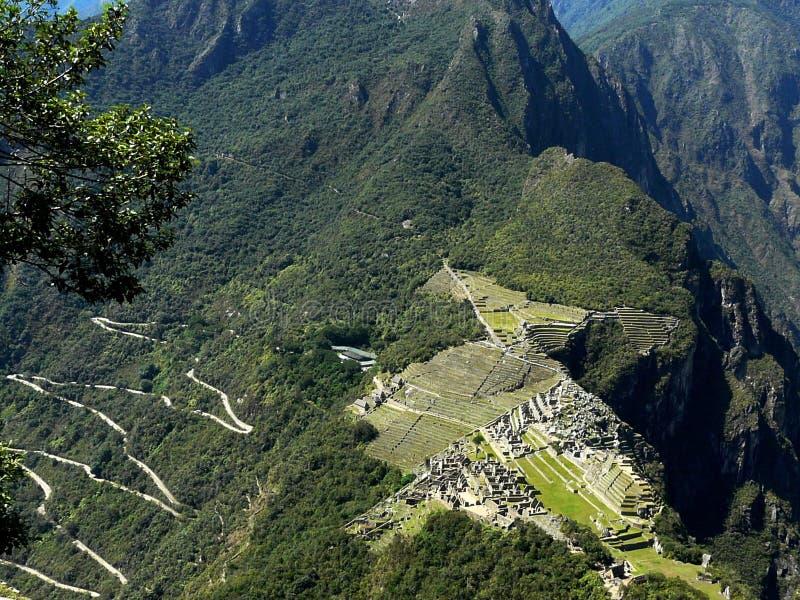 Aturdindo a vista de Machu Picchu e estrada serpentina, Peru fotos de stock royalty free
