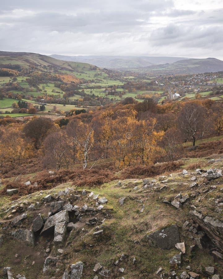 Aturdir escena del paisaje de Autumn Fall de la opinión de la sorpresa en distrito máximo en Inglaterra fotos de archivo libres de regalías