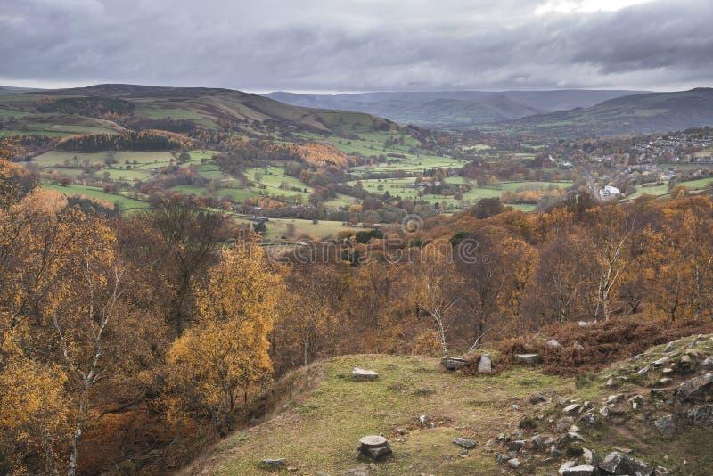 Aturdir escena del paisaje de Autumn Fall de la opinión de la sorpresa en distrito máximo en Inglaterra fotografía de archivo libre de regalías