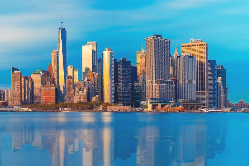 Aturdir vistas de la Manhattan m?s baja antes de la puesta del sol, New York City imagen de archivo libre de regalías