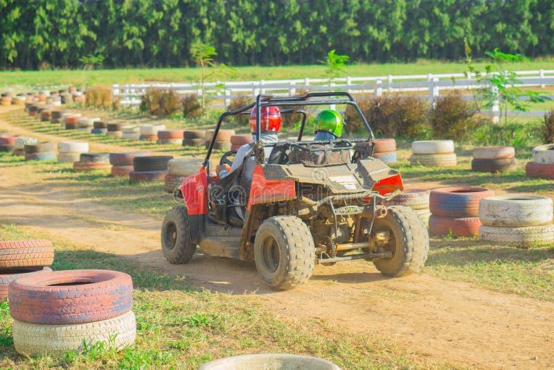 ATV che guida all'ippodromo della Tailandia immagini stock libere da diritti