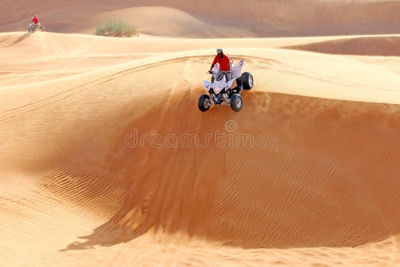 ATV elimina las dunas de arena imagen de archivo libre de regalías