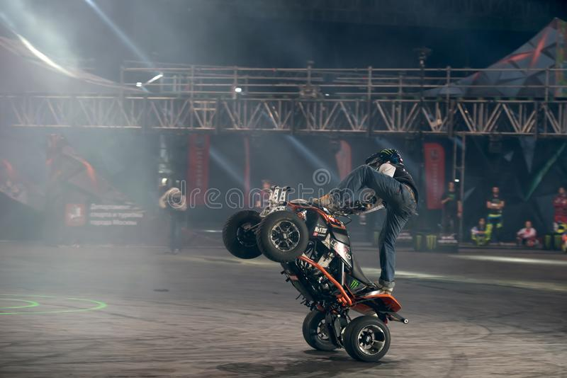 ATV em Stuntriding foto de stock royalty free