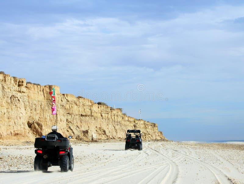 ATV-Spaß auf der Küstenlinie von Meer von Cortez nahe De Santa Clara, Sonora, Mexiko EL Golfo lizenzfreie stockfotos