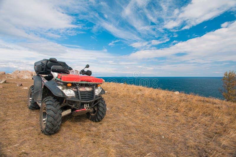ATV sur le lac image libre de droits