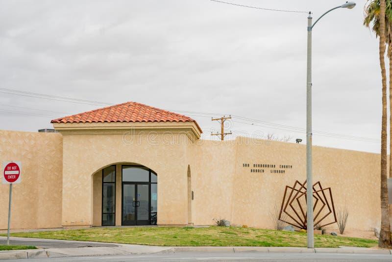 Außenansicht der Bibliotheksaußenstelle Sans Bernardino County lizenzfreie stockbilder