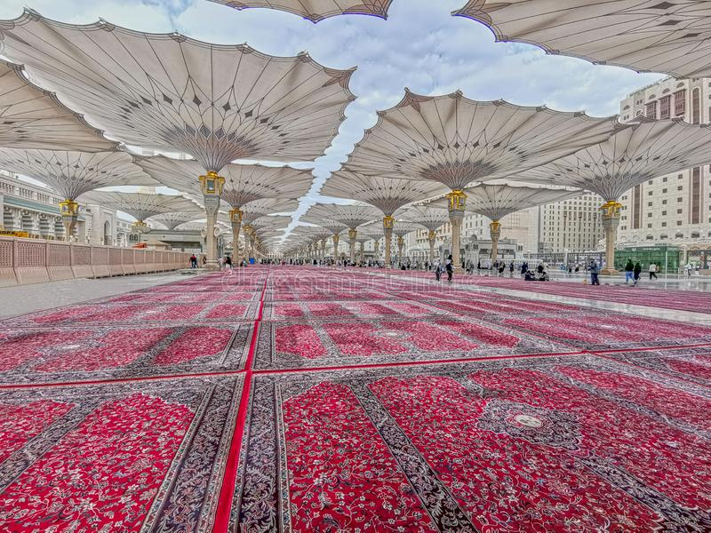 Außenansicht des Nabawi-Moscheengebäudes in Medina lizenzfreies stockbild