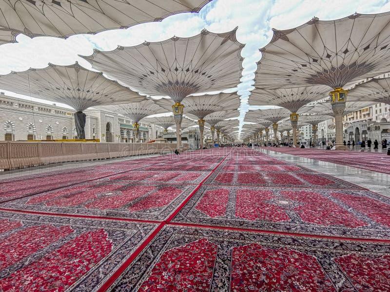 Außenansicht des Nabawi-Moscheengebäudes in Medina lizenzfreies stockfoto