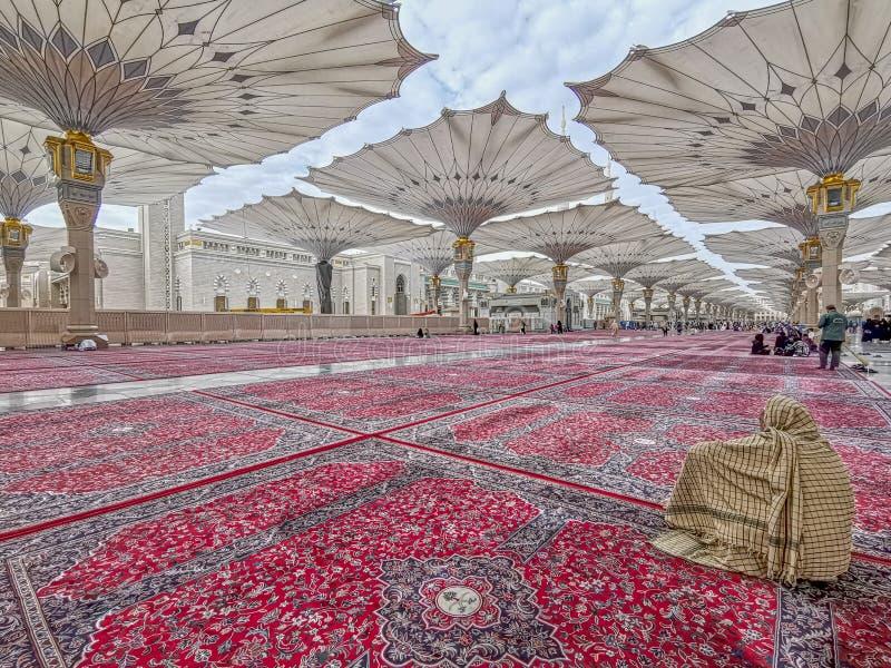 Außenansicht des Nabawi-Moscheengebäudes in Medina lizenzfreie stockbilder