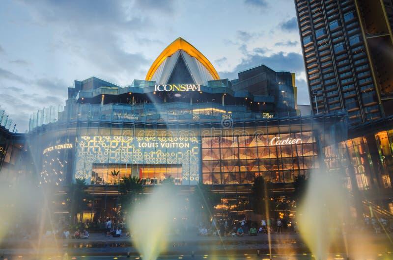 Außenansicht von Iconsiam an der Flussseite IKONE SIAM ist das neue Einkaufszentrum und der Markstein von Bangkok lizenzfreie stockfotos