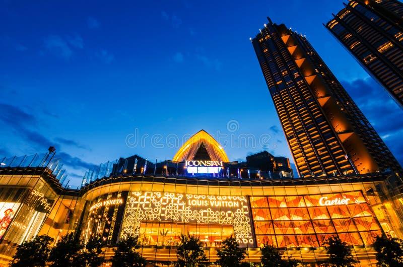 Außenansicht von Iconsiam an der Flussseite IKONE SIAM ist das neue Einkaufszentrum und der Markstein von Bangkok stockbilder