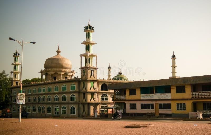 Außenansicht zu Moschee AFA Ajura, gefüllte Maismehltasche, Ghana stockfotografie