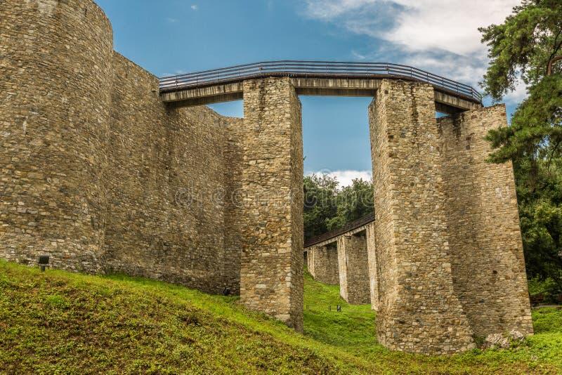 Außenwände von Neamt-Festung stockfotos